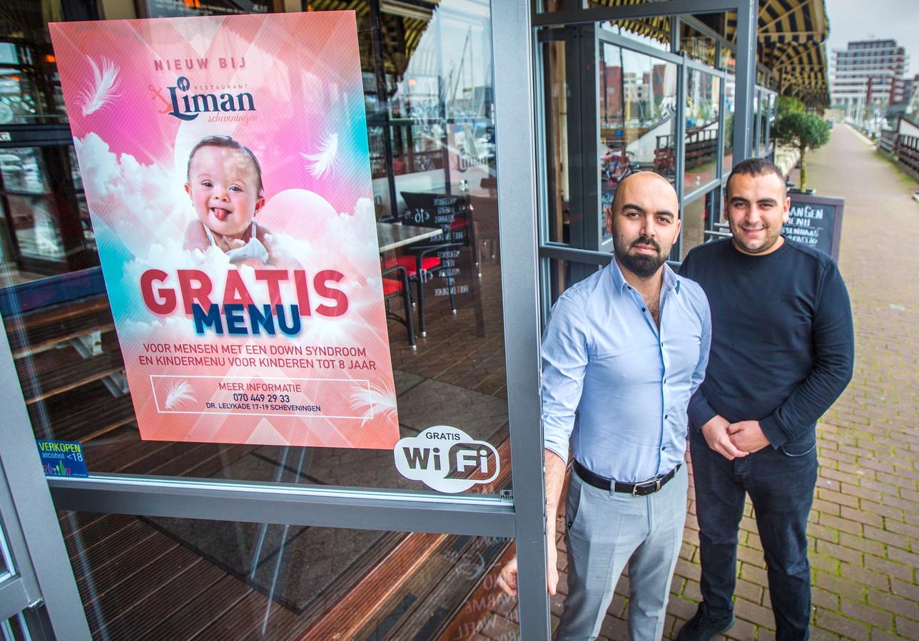 Broers Cemal (rechts) en Hüseyin bij hun zaak.
