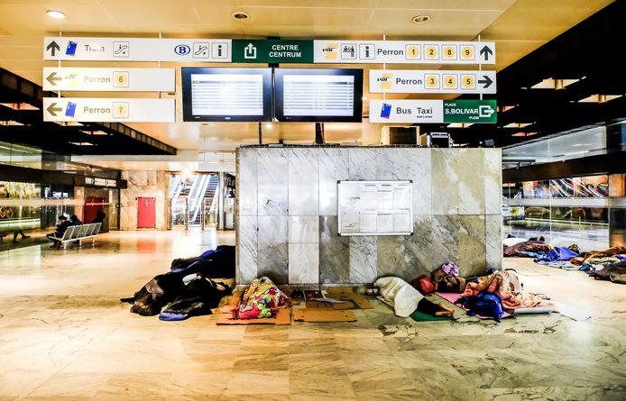 Vluchtelingen in het Noordstation te Brussel.