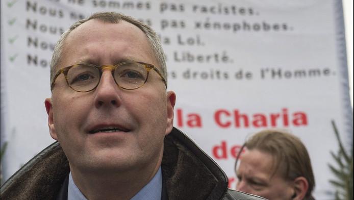 Mischaël Modrikamen, le président du Parti populaire (PP), et cinq à sept membres du mouvement d'extrême-droite Nation étaient présents lors de la prestation de serment de Redouane Ahrough, à Anderlecht, mais ne sont pas intervenus.