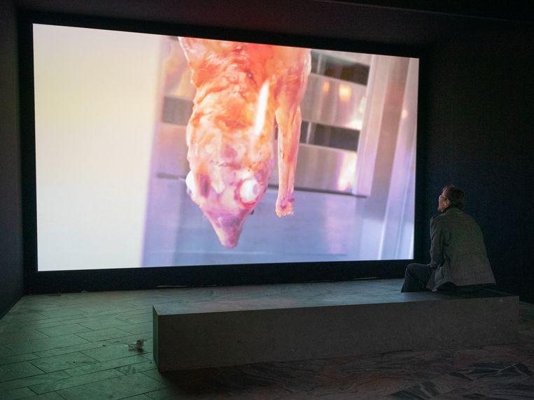 Video Laure Prouvost in de hal van CS Rotterdam.  Beeld Simon Lenskens