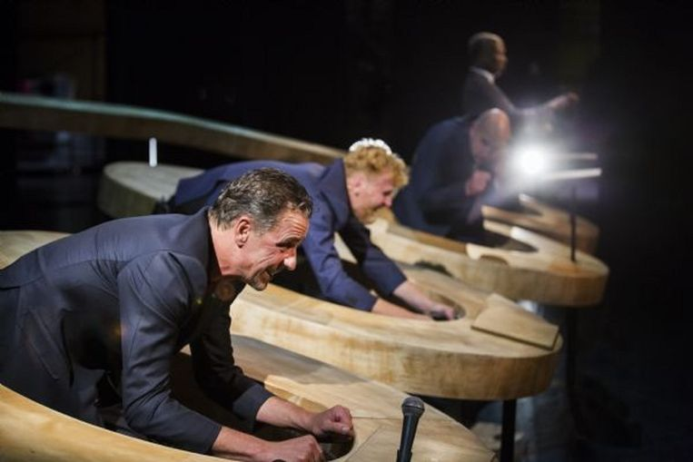 Scène uit de theaterbewerking van het boek Ventoux. Beeld Raymond van Olphen / Bos theaterproducties