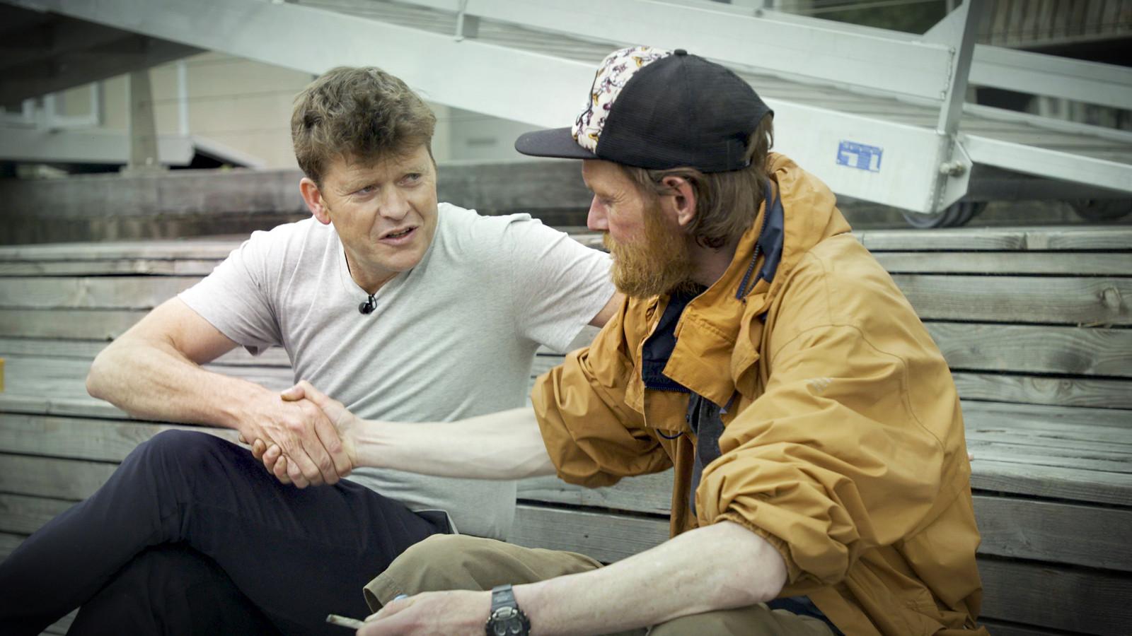 The Rotterdam Project 2018 met presentator Beau van Erven Dorens. De man rechts is Patrick (43), al jaren verslaafd aan heroine en cocaïne.