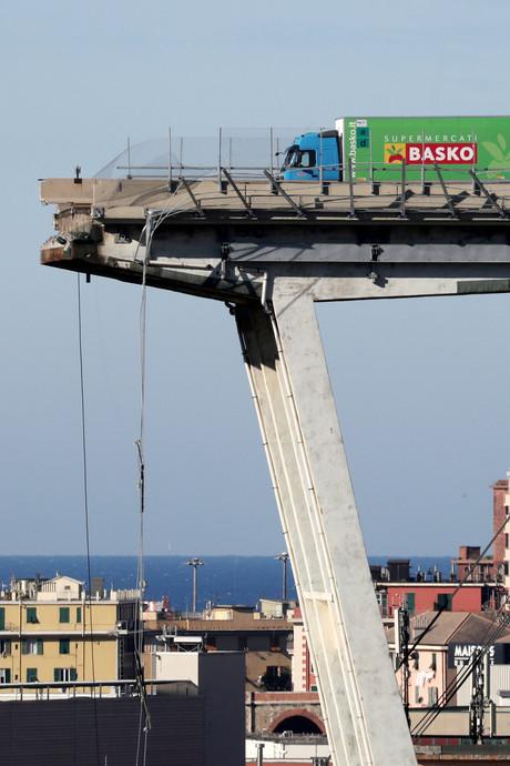 Wie heeft schuld aan instorten brug Genua?