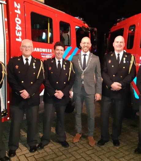 Lintjesregen bij brandweer in Sint-Michielsgestel