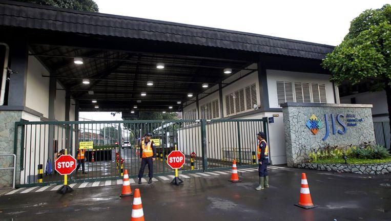 Na het bekendworden van het nieuws is de beveiliging bij de Jakarta International School (JIS) opgeschroefd. Beeld epa