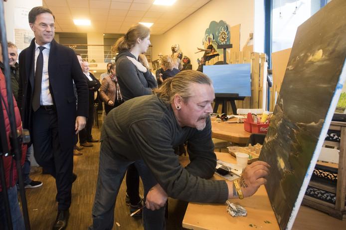 Het bezoek van premier Rutte aan het Almelose project Dakloon.