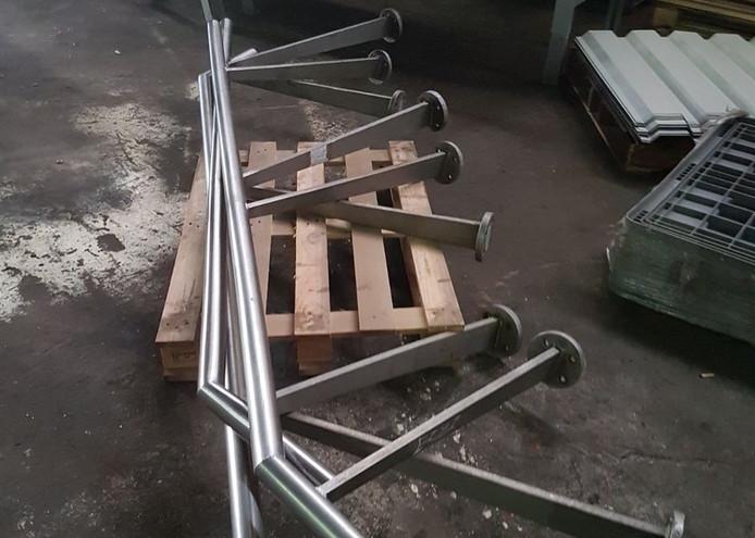 Deze trapleuningen werden gestolen uit het Zuiderpark.