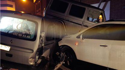 Drie voertuigen betrokken bij ongeval in centrum Poppel: bestuurder vlucht te voet weg