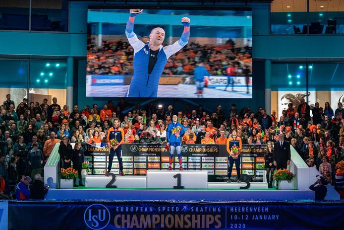 Het podium van de 1000 meter: Thomas Krol (zilver), Pavel Koelizjnikov (goud), Kai Verbij (brons).