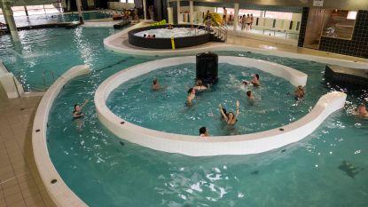 Paaseiduiken in sport-en recreatiebad De Kouter