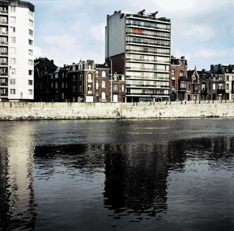 In de stad ¿ hierboven een kale kade in Luik¿ vind je geen pastoors of gezellige kroegbazen, om de boel bij elkaar te houden. (FOTO CHRIS KEULEN, HH) Beeld