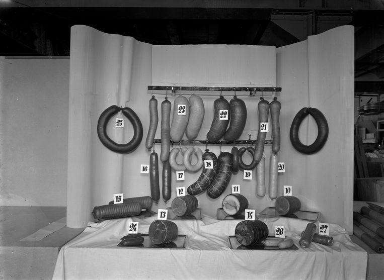 Reclamefoto voor de coöperatie Haka, Vierhavensstraat, 1948.  Beeld coöperatie Haka /Stadsarchief Rotterdam