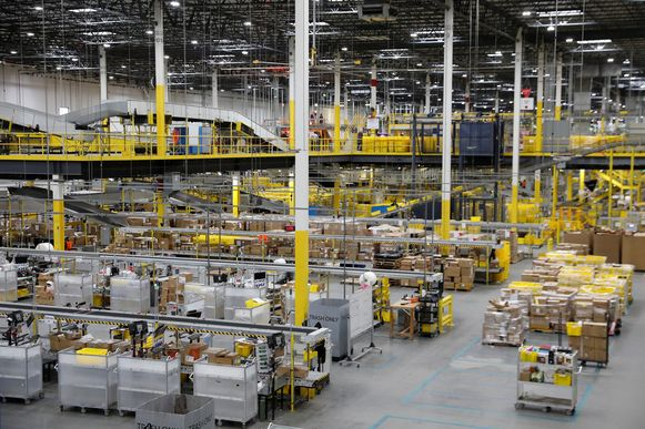 De orderverwerkingsfaciliteit van Amazon in Robbinsville, New Jersey.