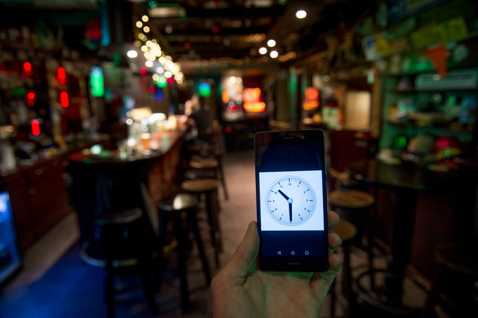 Cafés stromen op stapavonden doorgaans pas na middernacht vol.