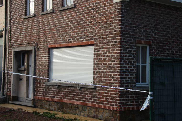 De bewoner werd levenloos aangetroffen op de oprit van zijn woning.