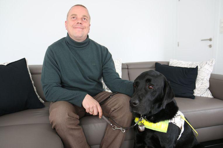 Erik Vermander en zijn blindengeleidehond Xappa werden arrogant aan de deur gezet in een Hals restaurant.