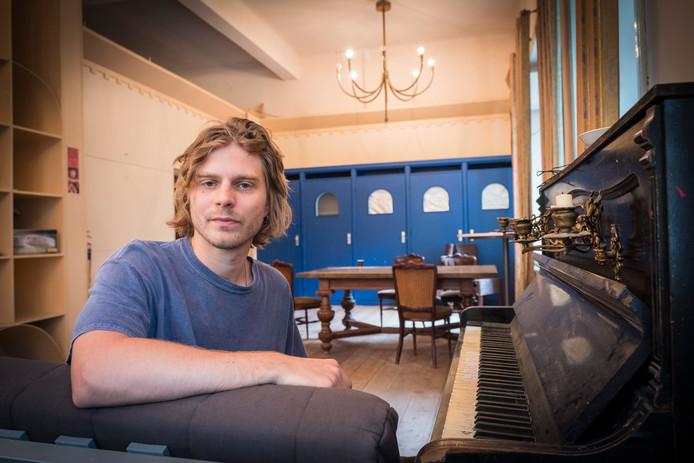 Charl Delemarre in het atelier in Roepaen waar hij zijn album gaat opnemen.