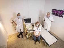 Radioloog Henk Avenarius (84) is gestopt, maar zijn Almelose praktijk is in veilige handen en blijft de pijn bestrijden
