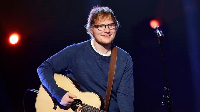 Twéé armen gebroken: Ed Sheeran zegt concerten af in Azië