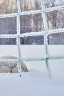 Sneeuw zit amateurvoetbal dwars: deze wedstrijden gaan niet door