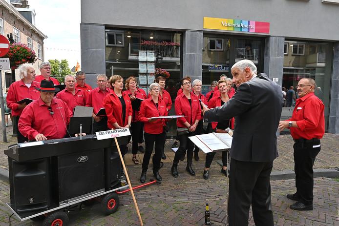 Het Zelfkantkoor uit Haps had er een extra dirigent bij.