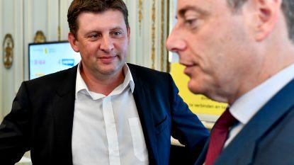 Crombez struikelt over aanval op De Wever