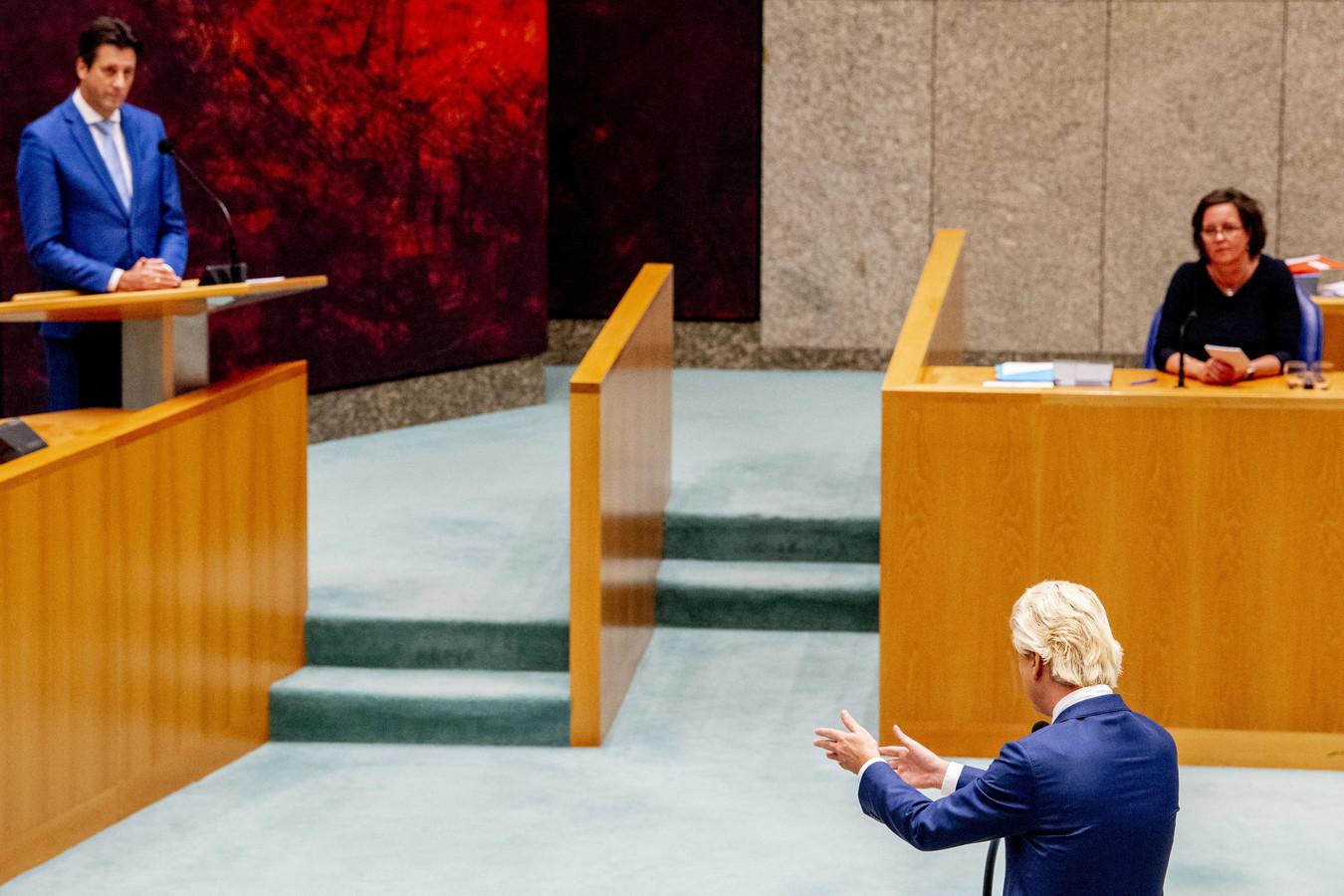 Wilders (PVV) in discussie met VVD-Kamerlid Hayke Veldman over een motie om een digitale presentielijst in te voeren.