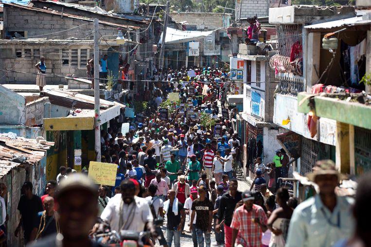 De beving met een kracht van 5.9 werd ook in de hoofdstad Port-au-Prince gevoeld. Beeld AP
