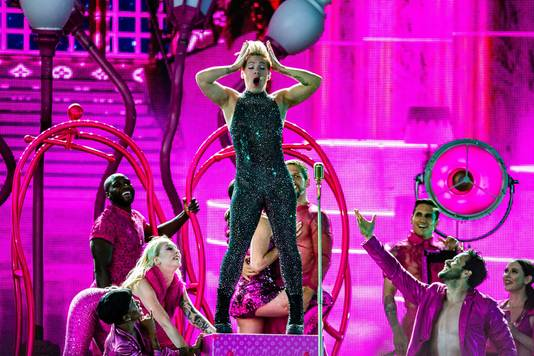 Wervelende dansers en veel spaktakel tijdens de show van P!nk.