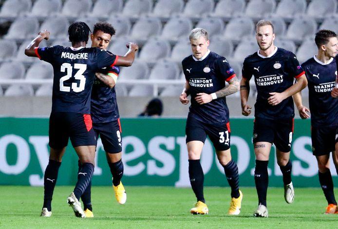 Donyell Malen viert zijn eerste goal.