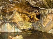 Belg (65) gered die in grot viel en urenlang op 75 meter onder de grond vast zat