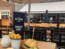 Burgemeester die zijn vertrek aankondigde blijft toch in Gennep: als hamburger op het menu