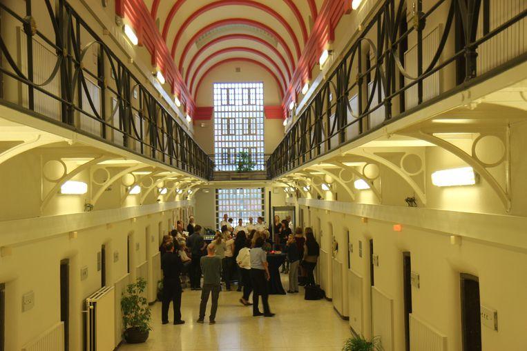 Slapen Op Grond : Gedetineerden slapen nog altijd op grond in gentse gevangenis