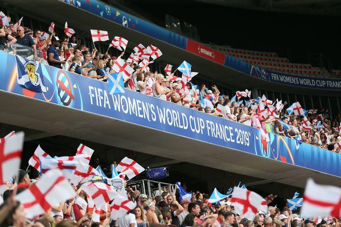 Supporters van Engeland tijdens het duel met Schotland.