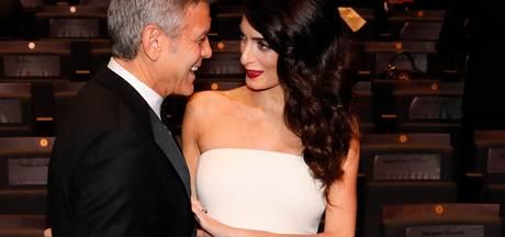 Nerveuze George Clooney blijft thuis voor komst tweeling