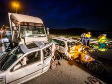 Ongeval op A58: vrachtwagenchauffeur aangehouden en twee personen ter controle naar ziekenhuis