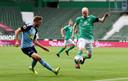Davy Klaassen in duel met Christoph Kramer.