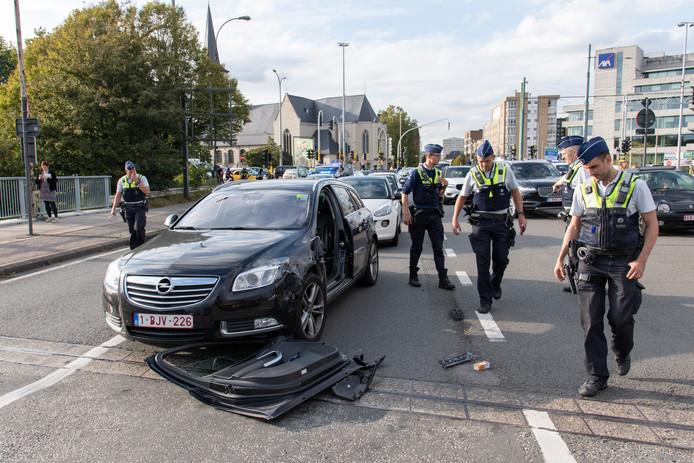 Het slachtoffer kwam onder de wagen terecht van de bestuurder, die daarop wegvluchtte.