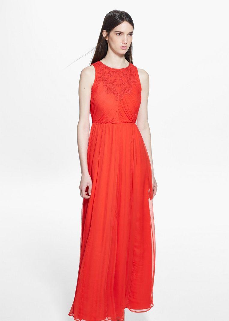 6e22879333fa64 Deze lange jurk van Mango koop je nu in de solden met een korting van 56