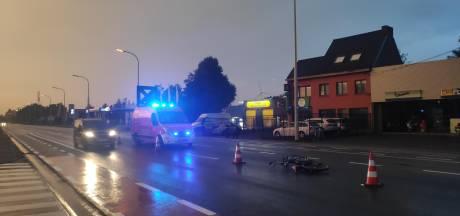 Man (56) in levensgevaar na aanrijding met bromfietser: dader pleegt vluchtmisdrijf