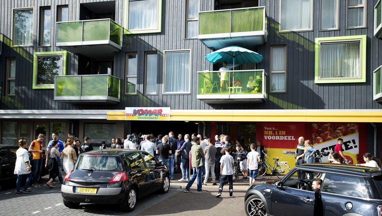 In Zaandam werd afgelopen weekend een supermarkt in de wijk Poelenburg beklad met een hakenkruis. Beeld anp