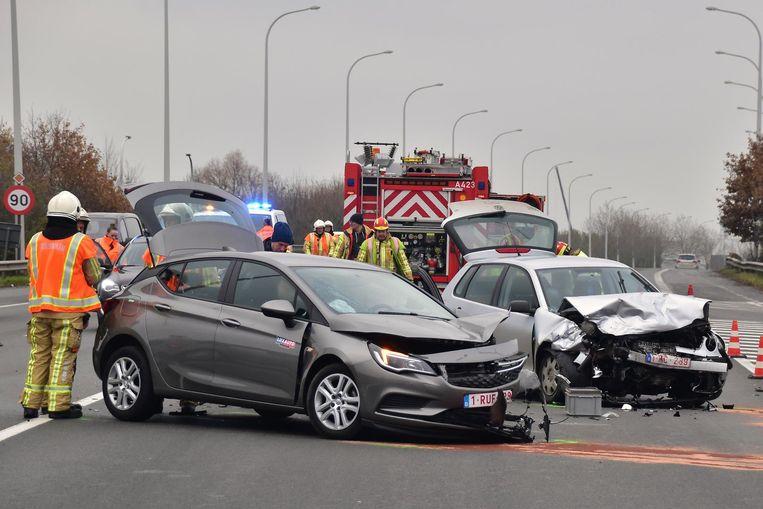 De bestuurders van de Volkswagen Polo en Opel Astra botsten op Noorderring.