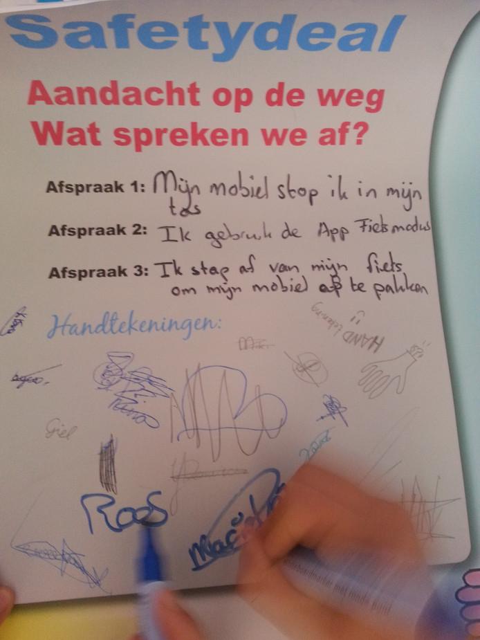 De 'safety deal', die leerlingen hebben ondertekend.