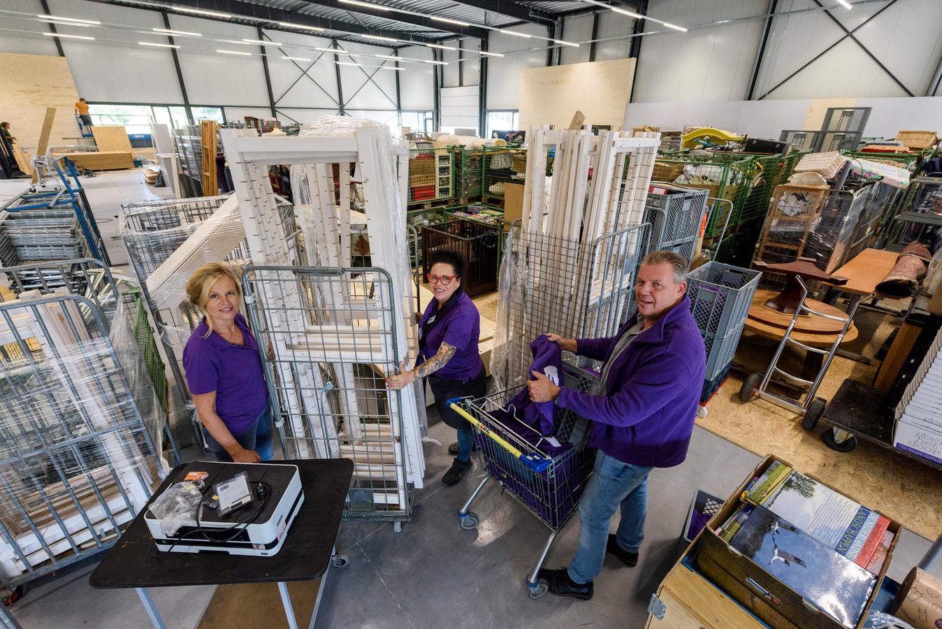 Sandra Leestemaker, Liesbeth van der Kuijlen en Ad Vogels in de nieuwe vestiging van Het Goed in Nuenen.
