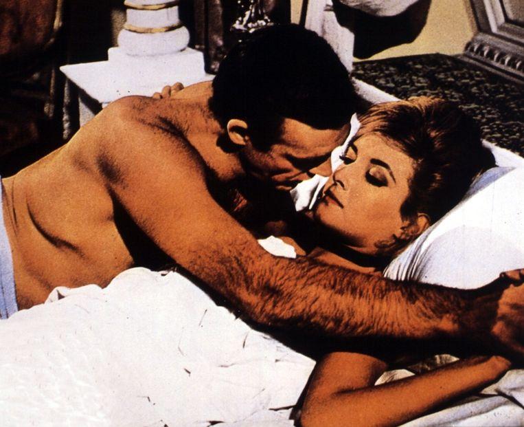 In 'From Russia with Love' (in de film met Sean Connery) dronk Bond op een dag 49,8 glazen. Beeld anp
