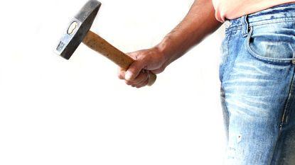Werkstraf voor twintiger die nachtwinkeluitbater met hamer bedreigt