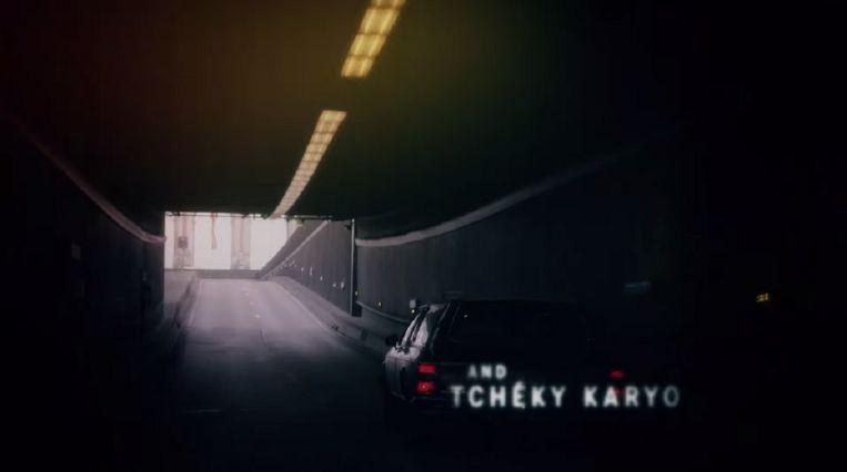 Een screenshot uit de begintitels van The Missing. Beeld YouTube