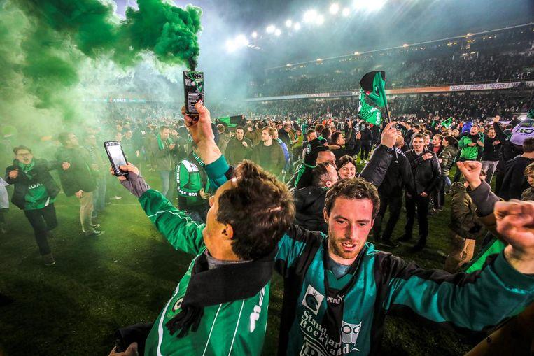 Na de overwinning tegen Beerschot liepen de Cercle-supporters het veld op.