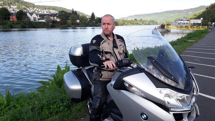 Willem van Gelder kreeg drie jaar geleden de diagnose hoofd-halskanker. Hij is blij weer te kunnen werken en op zijn motor te kunnen rijden.