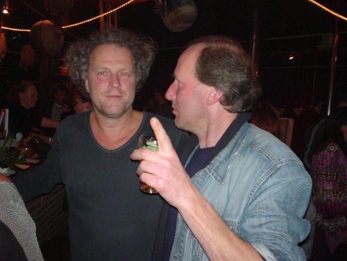 Rob en stadsredactie-collega Hans Rube op een feestje van een andere BD-collega. \nFoto Lauran Wijffels